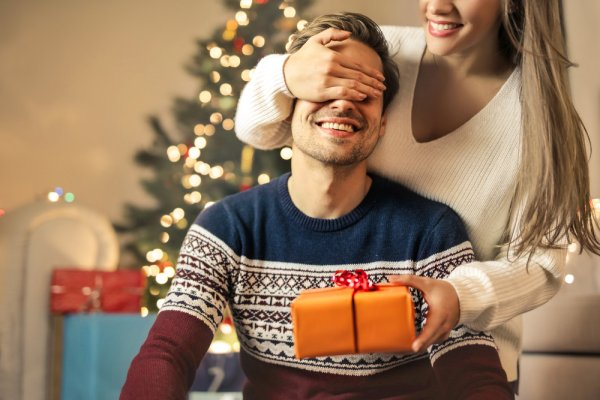 need ideas for a gift for boyfriend on christmas heres a list of 10 gifts to buy
