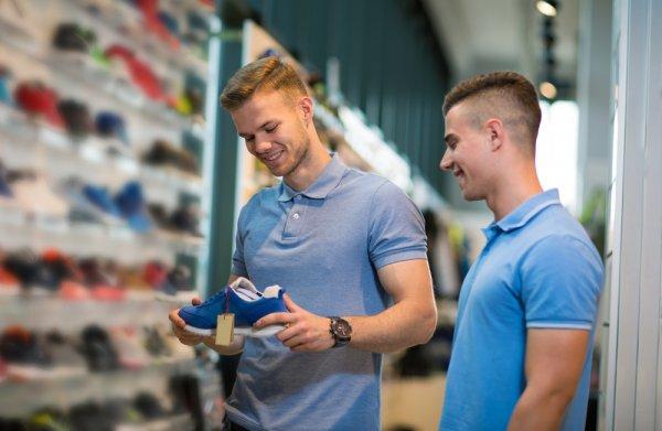 8 Rekomendasi Sepatu Olahraga Under Armour Pria yang Gemar Tampil Sporty