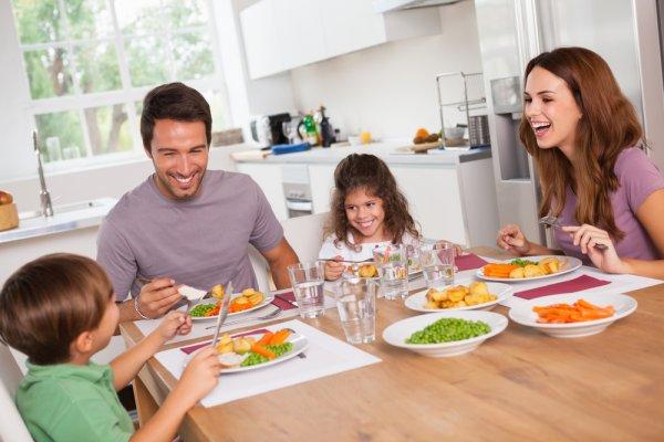 Sulap Meja Makan dengan 10 Hiasan yang Cantik dan Menarik