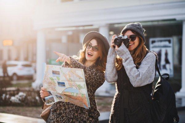 Berencana Traveling? Inilah 10 Rekomendasi Perlengkapan yang Wajib Dibawa para Wanita agar Nyaman saat Traveling