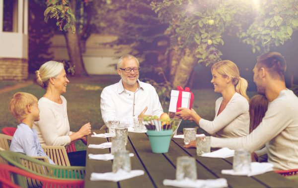 11 Inspirasi Hadiah Sederhana dan Bermanfaat untuk Orang Tua