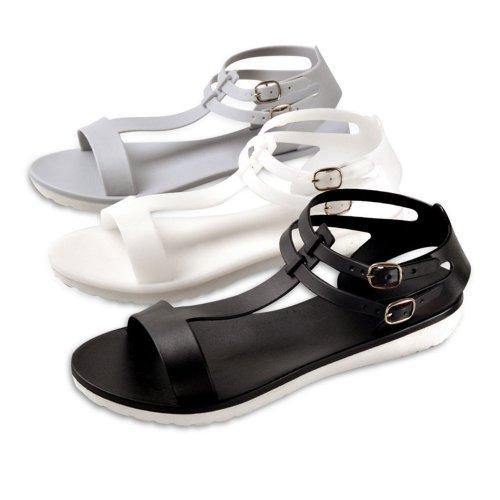Punya Kaki Besar? Jangan Cemas! Intip Referensi 10+ Sandal Ukuran Big Size yang Bikin Kamu Tampil Stylish Berikut Ini