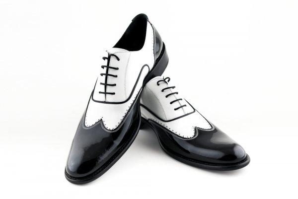 9 Rekomendasi Sepatu Hitam Putih yang Cocok untuk Melengkapi Gaya Monokrom (2019)