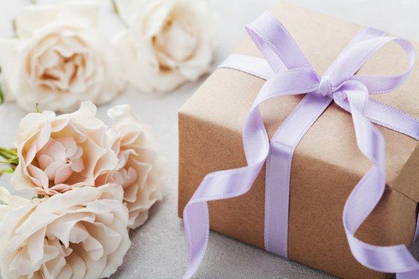 Siapa Bilang dengan Rp 50 Ribu Kamu Tidak Bisa Membeli Hadiah Pernikahan? Ini 10 Produk yang Bisa Menjadi Rekomendasinya