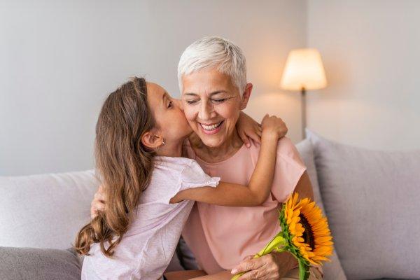 Top 10 quà sinh nhật ý nghĩa cho người 60 tuổi trở lên (năm 2020)