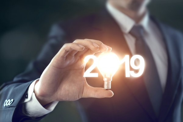 Begin On The Right Note with 10 Thoughtful Corporate Gifts for New Year That Employees and Clients Will be Glad To Receive(2019)