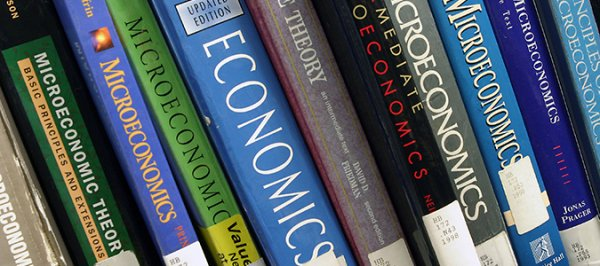 Ingin Jadi Pebisnis Hebat? Pelajari Dulu Ilmunya Lewat 10+ Buku Ekonomi Rekomendasi Berikut Ini