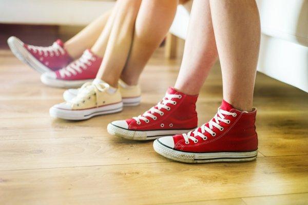Panduan Lengkap Membersihkan dan Merawat Sepatu Kanvas dengan Tepat Serta 7 Brand Pilihan untuk Anda!