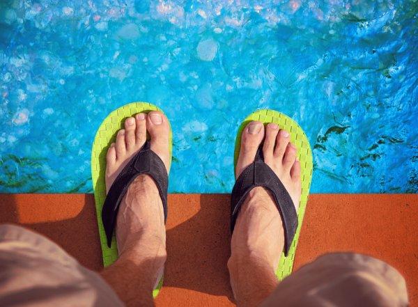 Cocok untuk Dipakai ke Pantai, Inilah 8 Sandal Khas Joger yang Unik untuk Pria