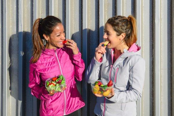 Gợi ý 10 món đồ ăn vặt healthy dành cho chị em (năm 2021)
