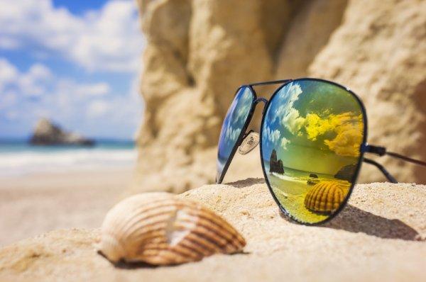 Tampil Makin Keren dengan 10 Pilihan Kacamata Quiksilver Terbaru 2018