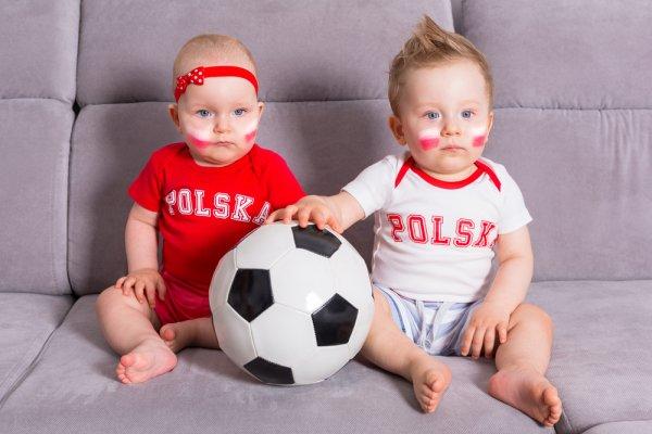 10 Rekomendasi Baju Bayi Bertema Bola yang Bikin Si Kecil Makin Menggemaskan (2020)