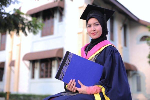 Masih Bingung Pilih Model Jilbab untuk Acara Wisudamu? Coba 10 Tutorial Jilbab Ini yang Bikin Tampilanmu Makin Elegan Tanpa Ribet