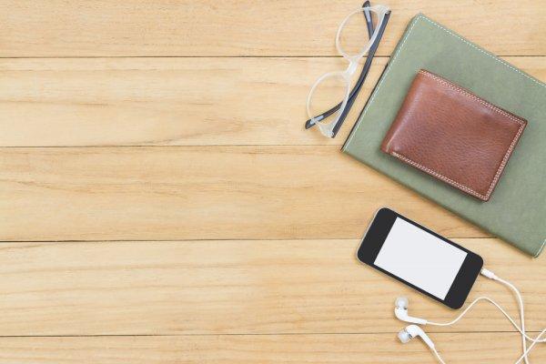 10 Rekomendasi Dompet HP yang Keren dan Berguna Melindungi Handphone Anda (2020)
