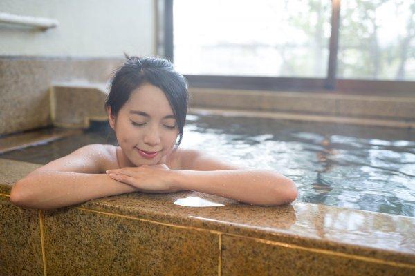 Jangan Lupa Mengunjungi 11 Onsen Alias Tempat Pemandian Air Panas Terbaik di Jepang Ini!