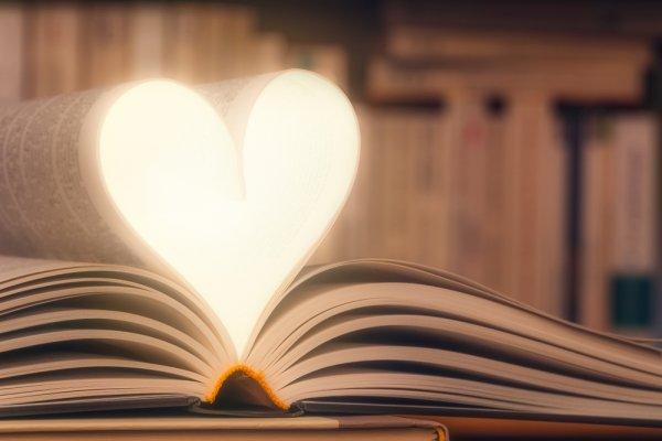 10 Rekomendasi Novel Romantis untuk Bikin Hati Berbunga-bunga (2021)