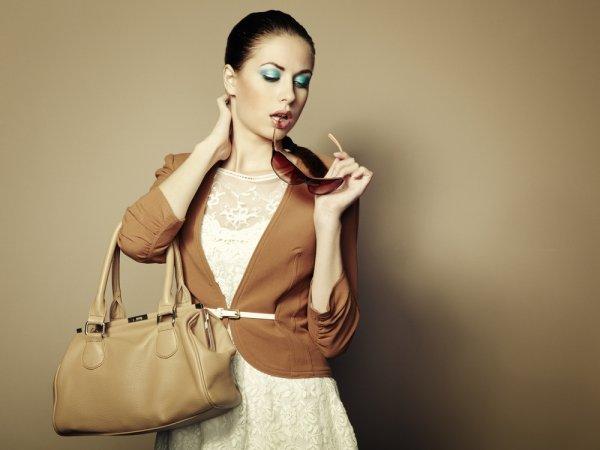 10 Koleksi Tas Wanita Terbaru Dari Brand Ternama Yang Akan Membuat  Tampilanmu Makin Stylish (2018) 0c1b4134ef
