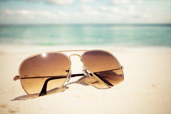 Inilah 10 Rekomendasi Kacamata Anti Silau yang Bikin Mata Terlindungi dan  Tampil Stylish! 3a2fbc94b8