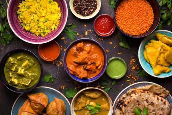 Buat Lidahmu Menari dengan 15 Manisan Khas India