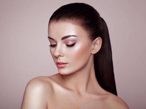 Yuk, Tampil dengan Makeup Dewy! Gunakanlah 9 Rekomendasi Highlighter Terbaik untuk Menyempurnakan Wajah Glowing-mu