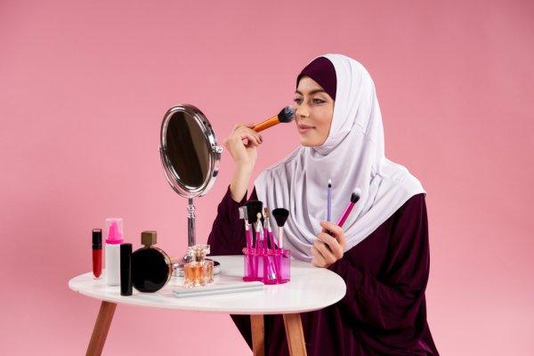 6 Tutorial Makeup Muslimah untuk Pesta, Buat Tampilanmu Makin Glam!