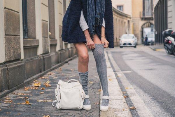 10+ Rekomendasi Dan Inspirasi Padupadan Kaos Kaki Panjang Yang Modis Dan Stylish