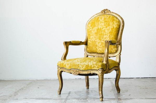 10 Rekomendasi Kursi Antik untuk Melengkapi Interior Vintage Rumah Anda