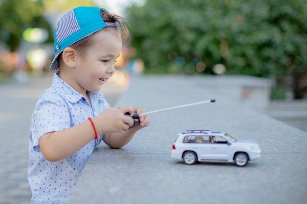 10 Rekomendasi Mobil Remote Control dengan Baterai Charger yang Paling Oke untuk Anda (2020)