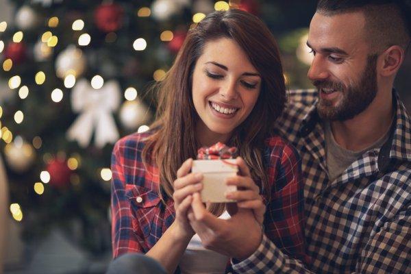 Udah nyari kado Natal tahun ini untuk si dia? Nggak perlu pusing, yuk cek langsung rekomendasi kami!