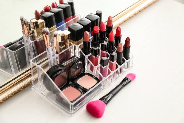 Kosmetik Lebih Rapi dengan 10 Rekomendasi Rak Makeup Terbaik Berikut! (2021)