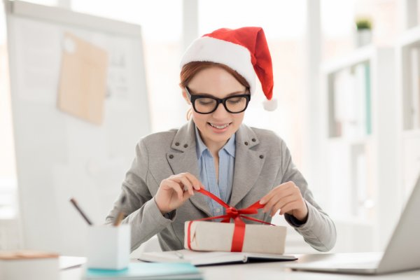 Festive Corporate Gifting Made Easy: 10 Creative and Inexpensive Ideas for Corporate  Gifts for Christmas 2019