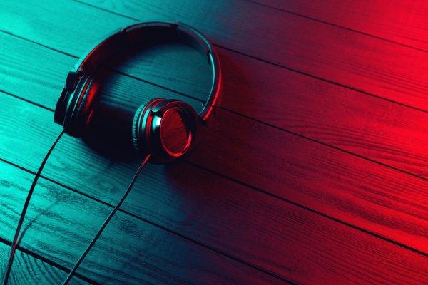 Mendengarkan Musik Makin Asyik dengan 7 Headphone Audio Technica