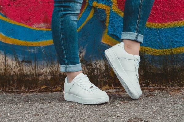 Ingin Penampilan Kamu Makin Keren? Pilihan Sepatu Adidas Putih Berikut Ini Bakal Bikin Tampilanmu Makin Kece! (2018)