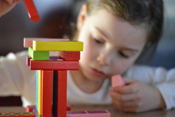 10 Rekomendasi Ide Kado Mainan Edukatif untuk Anak yang Merangsang Perkembangan Otaknya (2020)