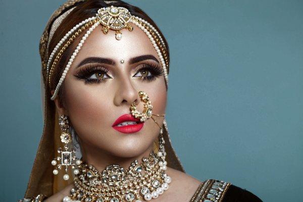 Bergaya Unik Bak Bintang Bollywood dengan 7 Rekomendasi Anting India Cantik Pilihan BP-Guide