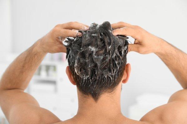 यहाँ तैलीय बालों के साथ रूसी के लिए 9 सर्वश्रेष्ठ शैम्पू हैं जो आपके बालों को बेहतर बनाएंगे। अपने बालों के अनुसार एक सही शैम्पू खरीदने की जानकारी।(2020)