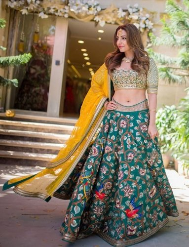Get ReadyTo Grab Eyeballs Wherever You Go: 10 Lehenga Ki Designs That'll Make Temperatures Soar And Turn Your Into A Star!