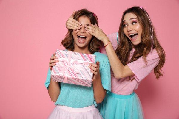 5 Ide Hadiah Ulang Tahun Untuk Adik Perempuan Kesayangan