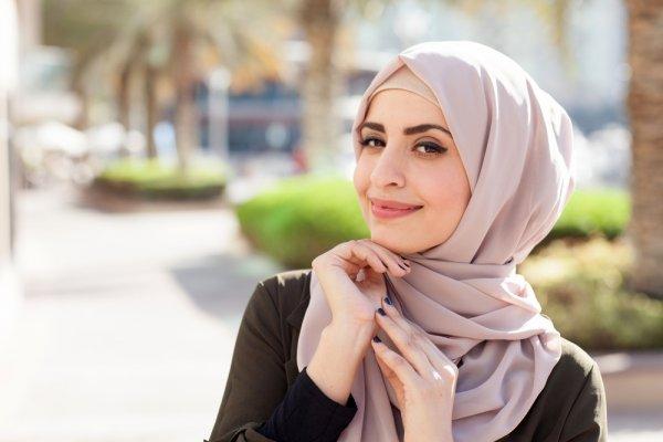 Tips Memilih Jilbab dan Rekomendasi 9 Jilbab Afra Colorful yang Praktis dan Modis