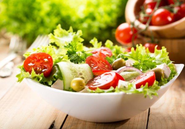 8 Jenis Salad yang Enak dan Sehat Ini Pasti Membuat Diet Anda Makin Menyenangkan