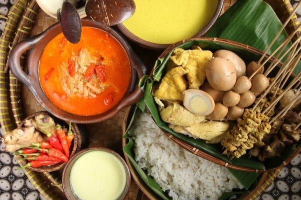 Yuk Cicipi Aneka Makanan Khas dan Jelajahi Destinasi Wisata Tour Semarang dalam sehari!