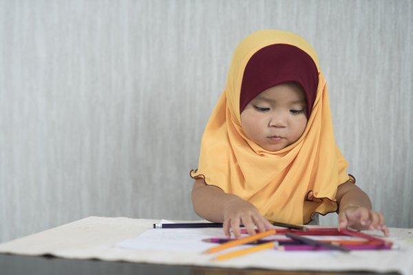 Yuk, Biasakan Anak Memakai Hijab Sejak Kecil! 6 Rekomendasi Hijab untuk Bayi dari Hijab Lubnakids Ini Nyaman Digunakan Tanpa Rasa Gerah