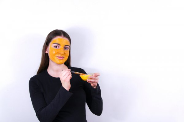 Tampil Makin Ayu dengan 10 Resep Masker Kunyit yang Bikin Kulit Semakin Halus (2020)