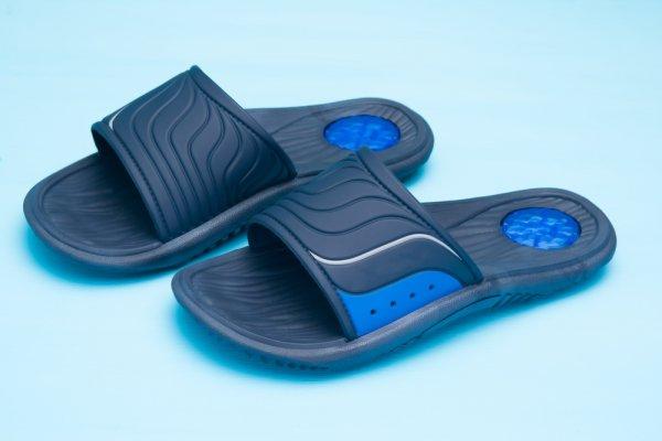 Mau Hangout Santai Tapi Keren? Yuk, Pakai Satu dari 10 Sandal Adidas Model Terbaru Ini!