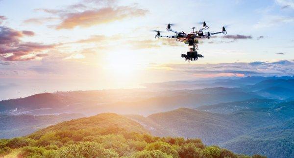 10 Rekomendasi Gadget Berkamera yang Bisa Terbang untuk Melengkapi Harimu