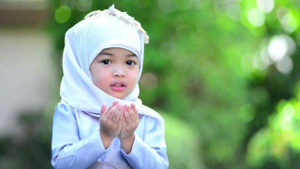 Si Kecil Makin Rajin Beribadah dengan 10 Rekomendasi Mukena Anak Berikut! (2020)