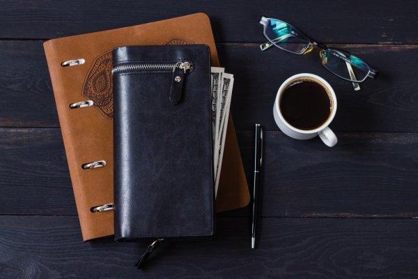 10 Rekomendasi Dompet Kulit Pria Panjang dan Hal yang Harus Diperhatikan Sebelum Membeli