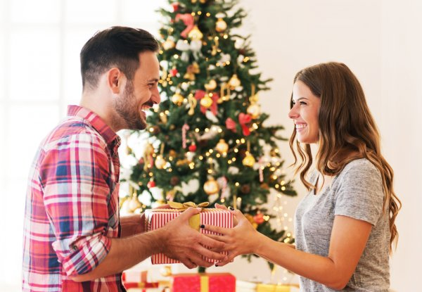 Berikan yang Teristimewa, Ini 8 Rekomendasi Hadiah Natal Buat Pacar yang Tak Terlupakan