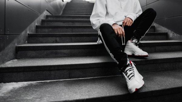 Ingin Tampil Keren dengan Sneakers Legendaris? Ini 10 Rekomendasi Sneakers Kodachi yang Bisa Anda Pertimbangkan
