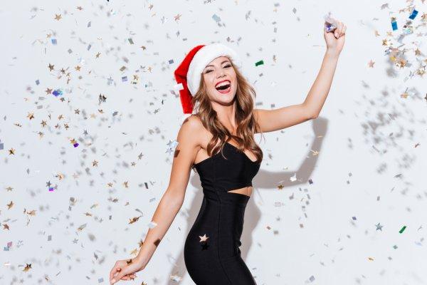 9 Gaun Cantik yang Akan Membuatmu Tampil Lebih Menawan di Hari Natal yang Spesial